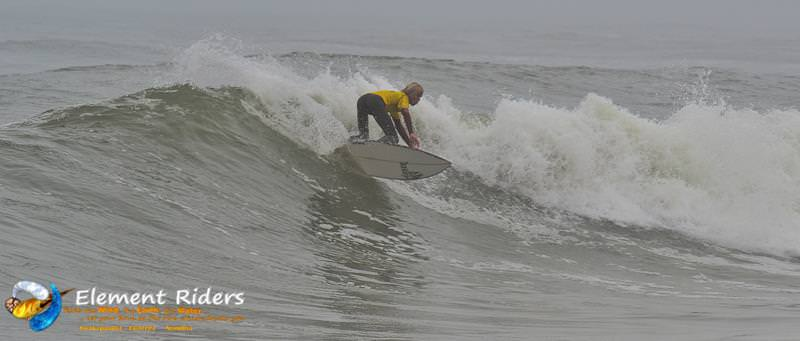 Element-Riders Surfen in Namibia - die perfekte Welle