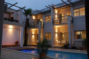 Villa-Vista_Zimmer-und-Innenhof-mit-Pool