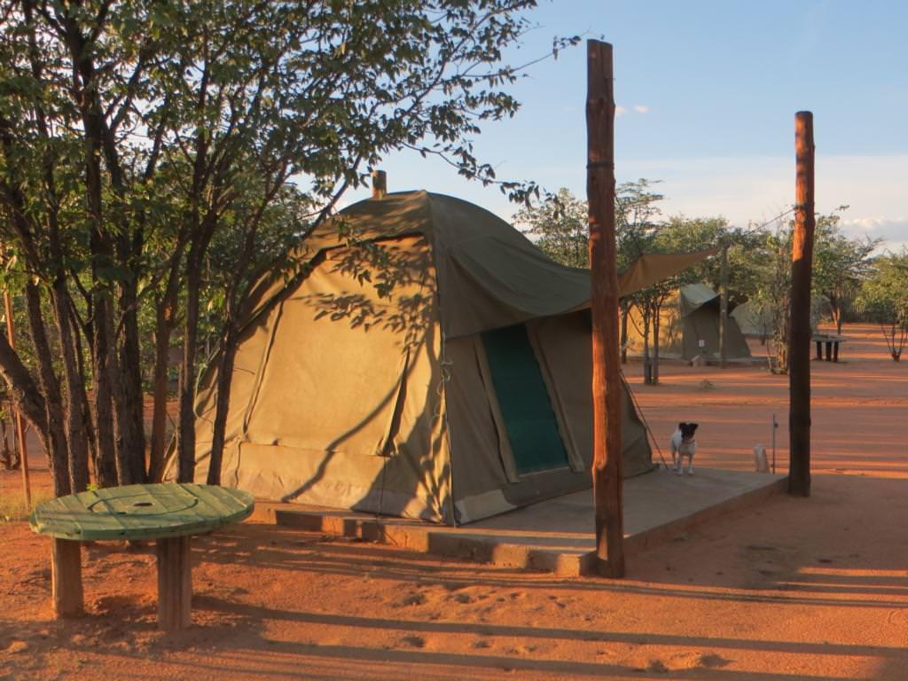 einfaches Safari-Zelt in Namibia