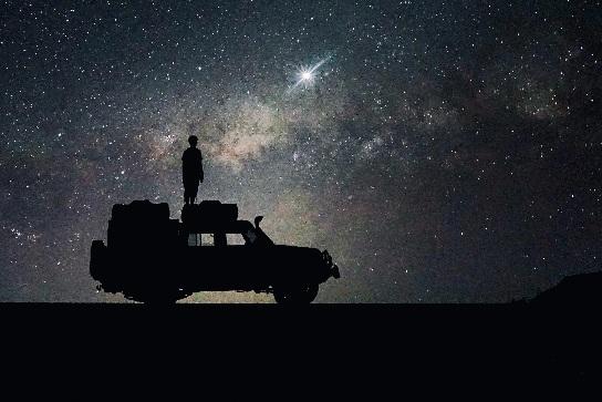 Namibia 4x4 Mietwagen mit Dachzelt unter Sternenhimmel
