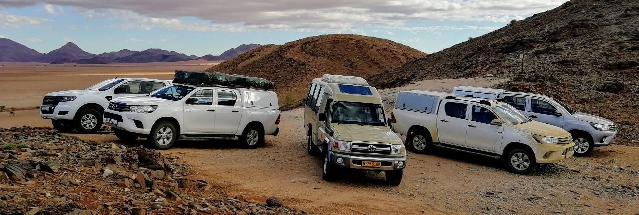 verscnhiedene Mietwagen-Typen unterwegs in Namibia