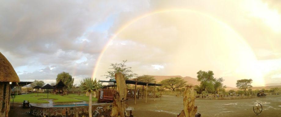 Regenbogen in Namibia