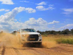 Ford Ranger in Namibia - Pfützendurchfahrt auf unbefestigten Straßen