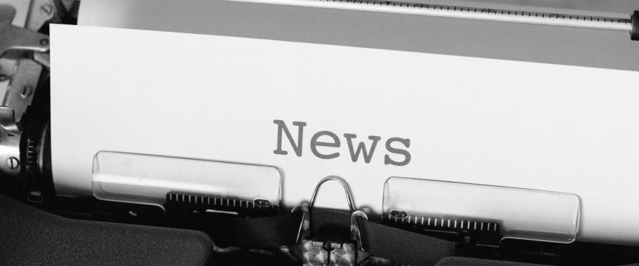 News - geschrieben auf einem Blatt Papier mit Schreibmaschine