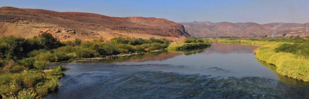 Grenzfluss Oranje - immergrün trennt er Namibia & Südafrika voneinander