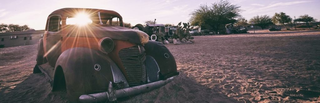 Oldtimer-Karosse in Solitaire in Namibia