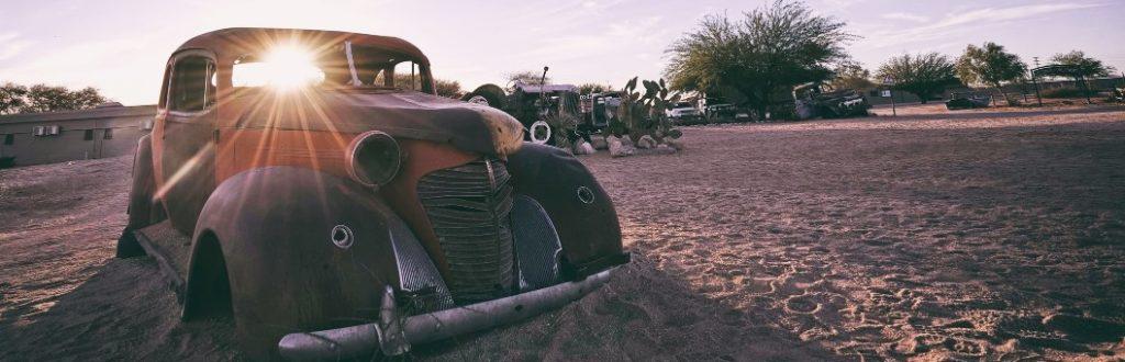 Oldtimer-Karosse in Solitaire in Namibia